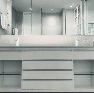 Gavetas de casa de banho e acessórios